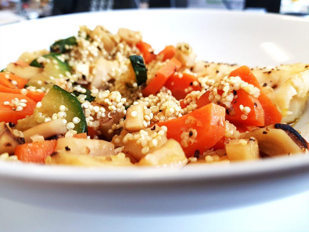 Kabeljaufilet mit Quinoa und Gemüse